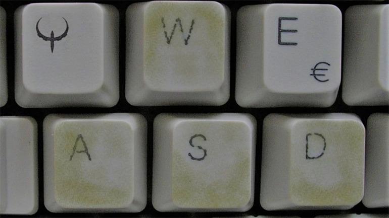 ¿Por qué se usa WASD para jugar en PC?