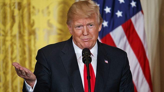 Trump planea subir aranceles a dispositivos fabricados en China