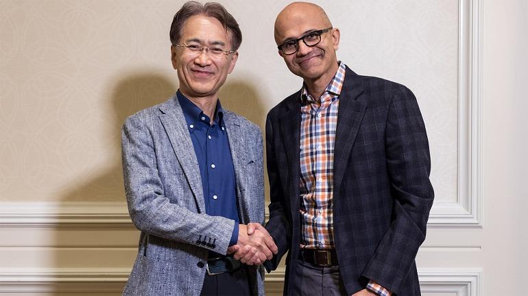 Kenichiro Yoshida, presidente de Sony, junto a Satya Nadella, director ejecutivo de Microsoft.